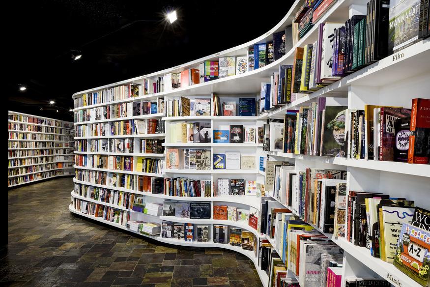 books bookshop italian italy shelves .